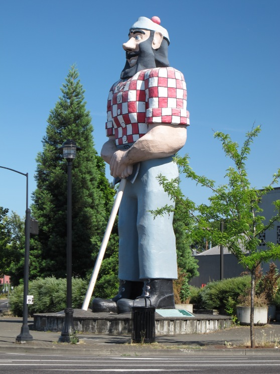 Paul Bunyan statue in  Kenton