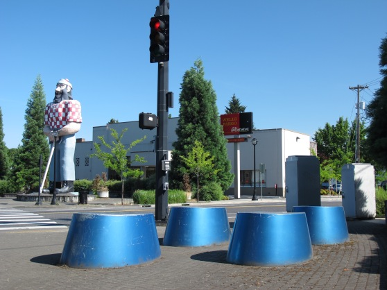 Paul Bunyan statue in  Kenton with Babes blue hooves (by artist Brian Borrello)