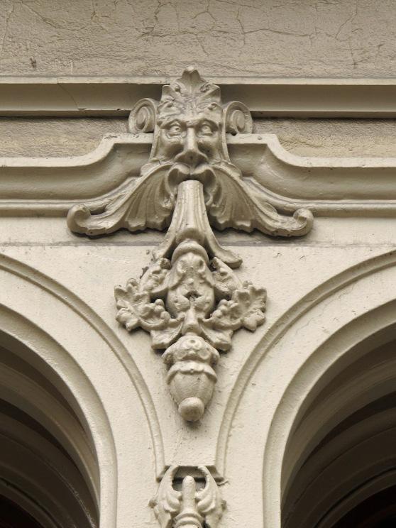 Iron facade face blagen