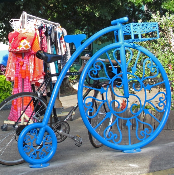 The same day I took the above photo Merrill installed this rack at Frock on NE Albert.  A penny farthing.